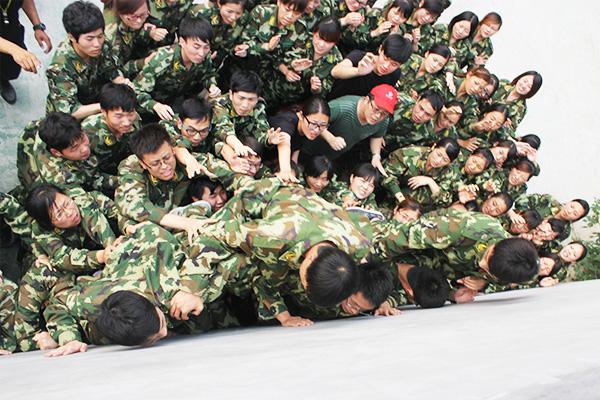 卓越团队拓展训练营-毕业墙